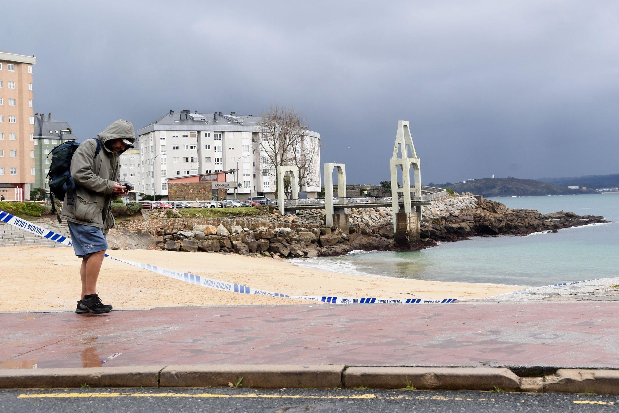 Cierran las playas de A Coruña por una invasión de la medusa carabela portuguesa