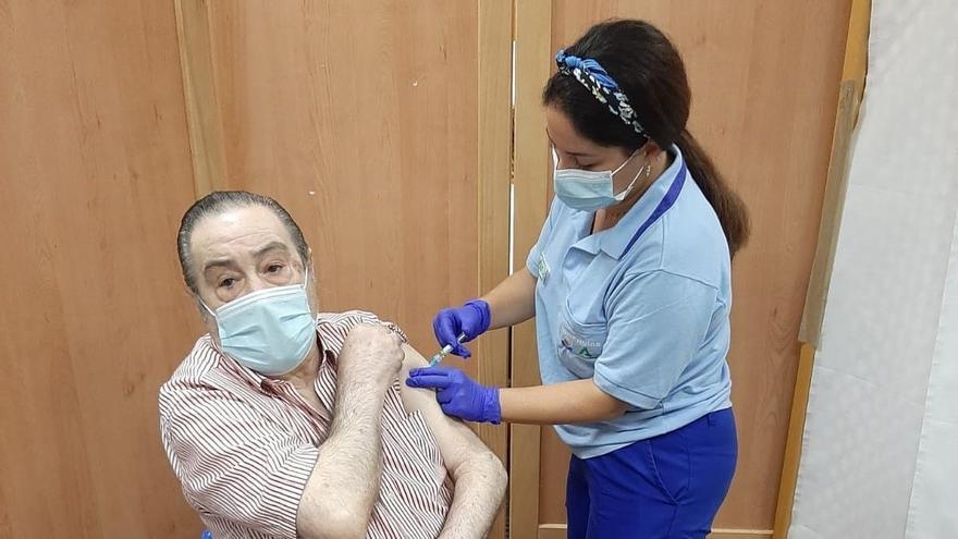 Galicia citará a los mayores de 80 años desde el lunes para la dosis de refuerzo contra el COVID-19
