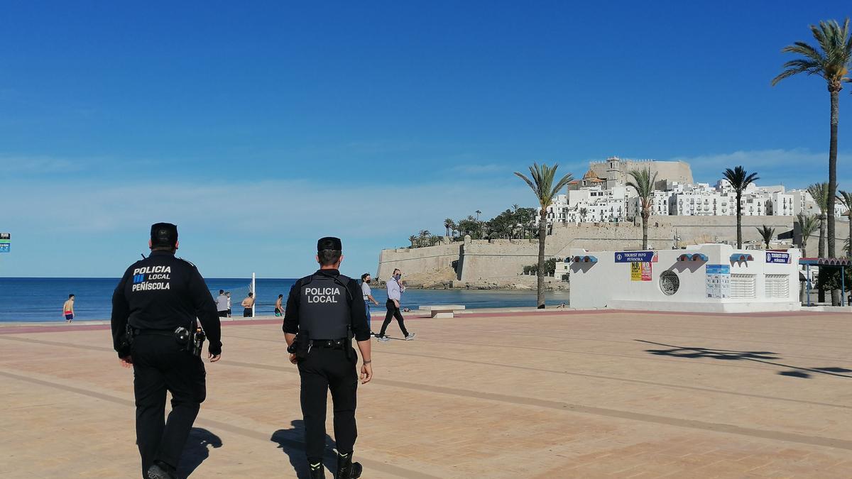 La Policía Local de Peñíscola tiene en marcha un dispositivo especial este fin de semana, para controlar la afluencia de visitantes.