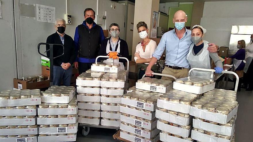 Los veteranos llevan 1.200 latas de callos a la Cocina Económica