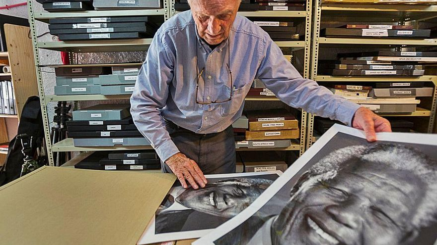 Mor a Barx Jürgen Schadeberg, autor de la  fotografia de Mandela revisitant la seua cel·la
