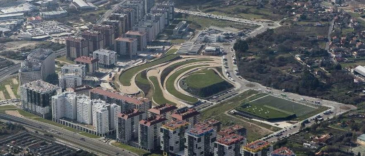 Imagen aérea de viviendas de Navia, en Vigo, que incluyen pisos de promoción pública. // R. Grobas