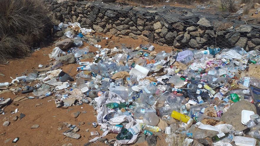Vertidos de basura en el Barranco de la Fuente en Maspalomas