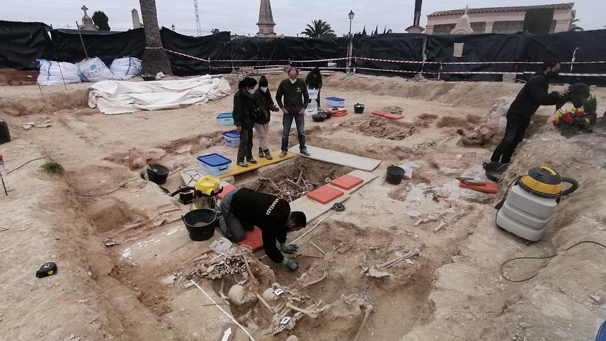 Aparecen los restos de unas 20 víctimas del franquismo en la fosa de Porreres