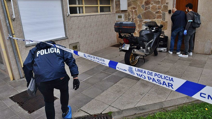 Un hombre aparece muerto con varias puñaladas en su casa del Barrio de las Flores