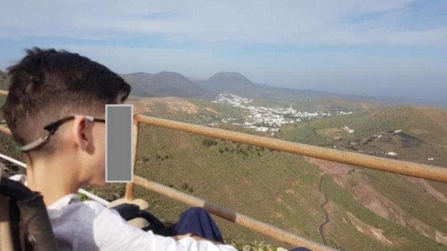 Iván Páez regresa al instituto tras recibir ayuda por sus problemas de movilidad