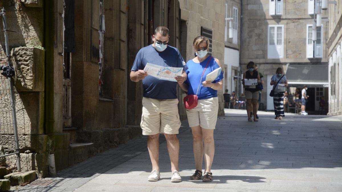 Turistas visitando la ciudad de Pontevedra. // R. Vázquez