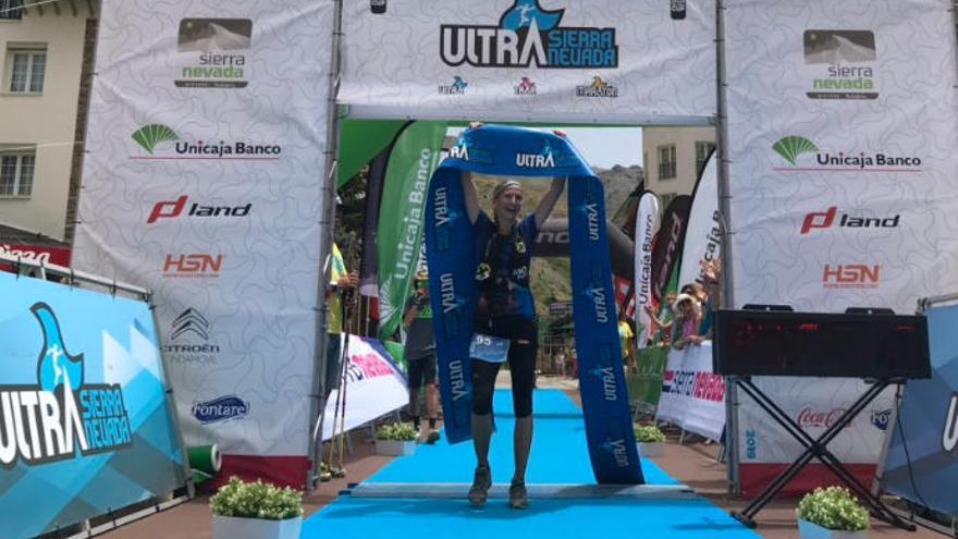 La corredora canaria Esther Fernández ganadora de la Ultra Sierra Nevada