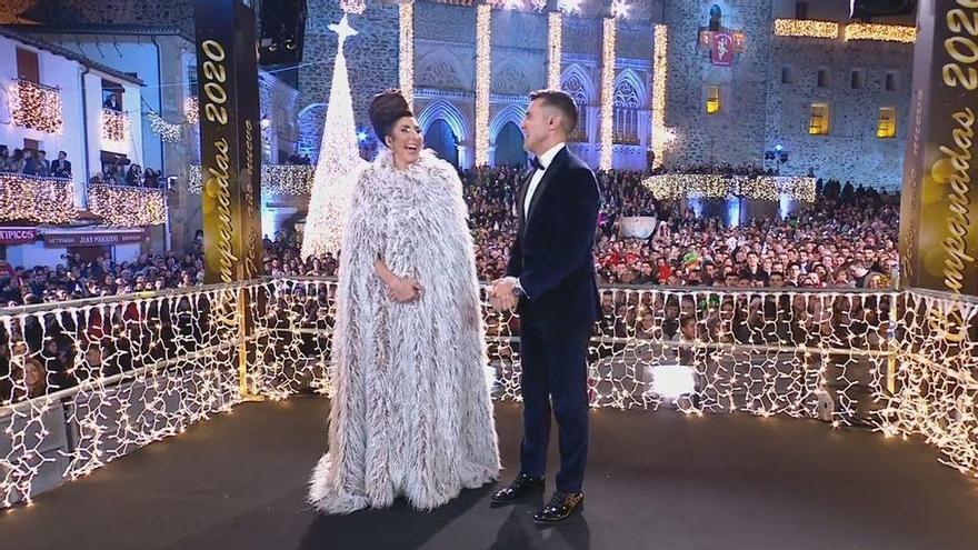 El espectacular vestido blanco de Paz Padilla, eclipsado por su peinado