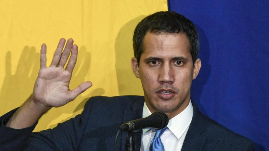 Guaidó intentará entrar este martes a la sede del Parlamento como presidente