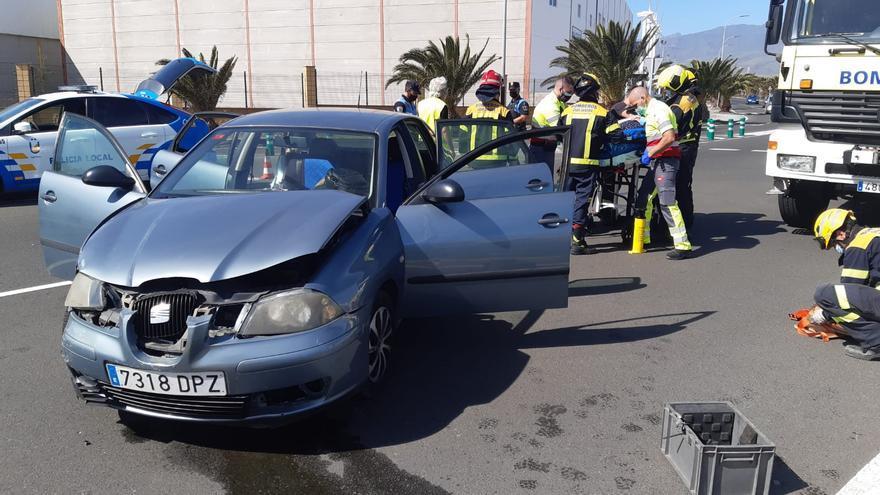 Una herida en una colisión al saltarse un vehículo un ceda el paso en Arinaga