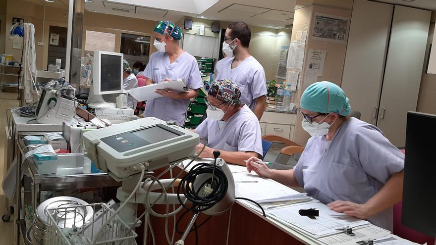 El Hospital de Elche habilita la cafetería para los pacientes no covid