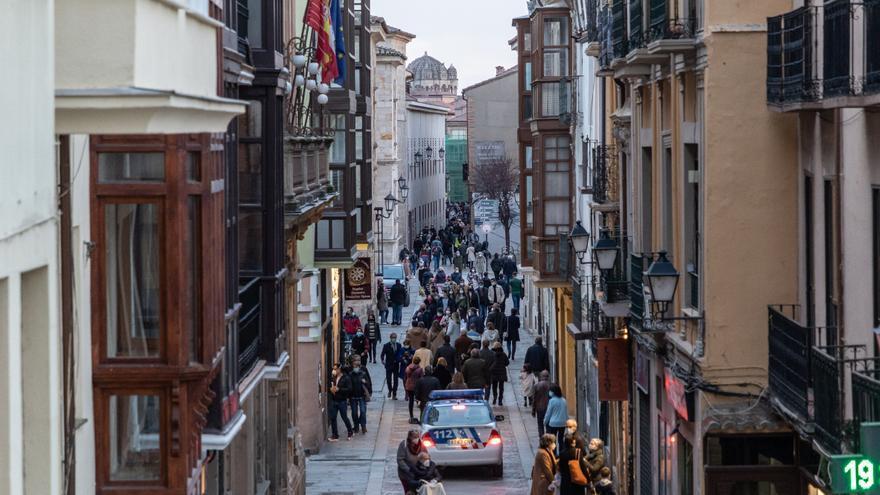Las aglomeraciones obligan a reforzar la presencia policial en Zamora