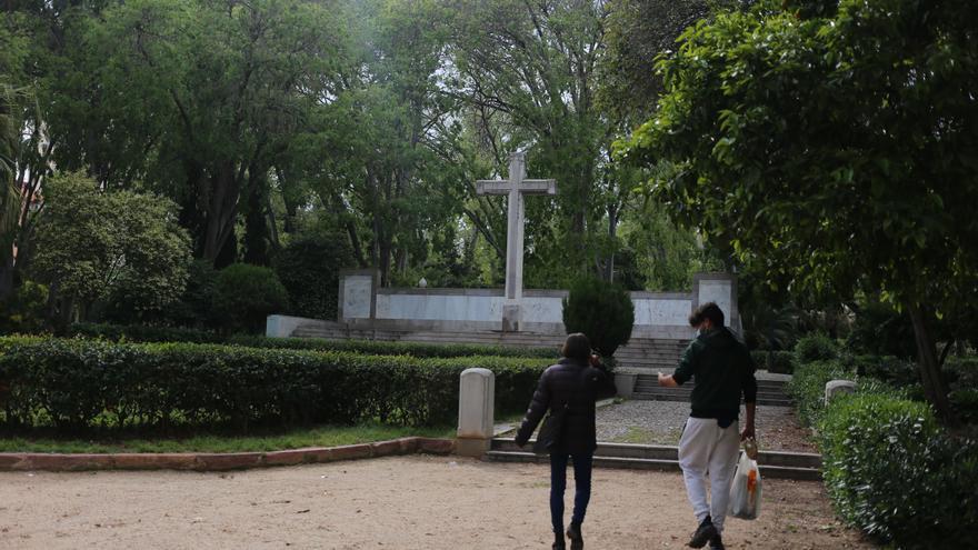 La retirada de la cruz del Ribalta permitirá ampliar el jardín romántico de Castelló