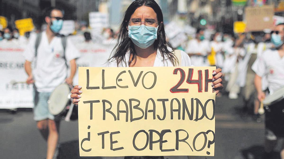 Médico residente, durante una marcha de protesta.