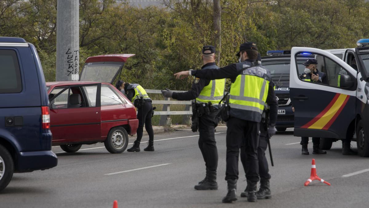 Comienzan los atascos en el segundo fin de semana de confinamiento en València