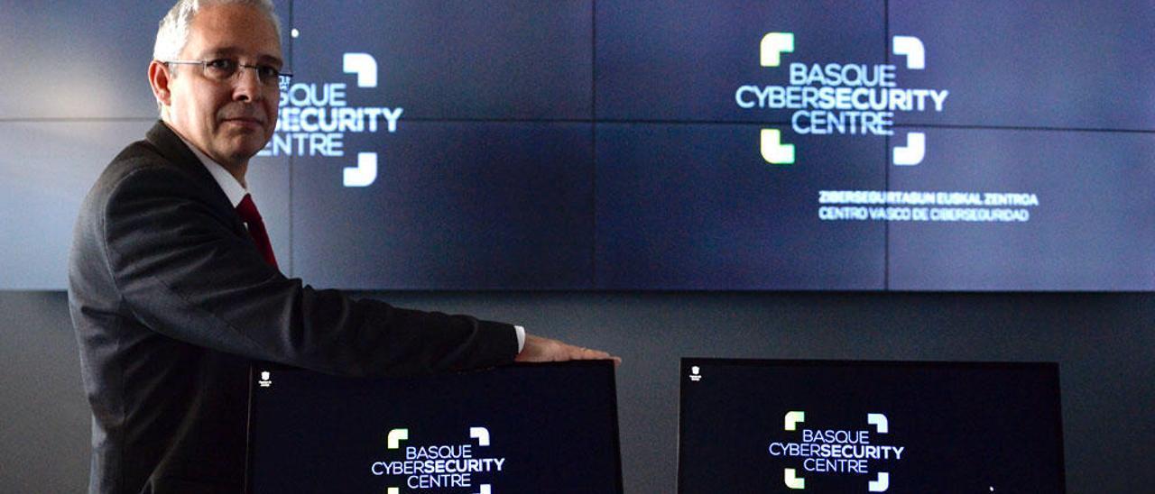 Diéguez indica que cualquiera puede sufrir un ciberataque.