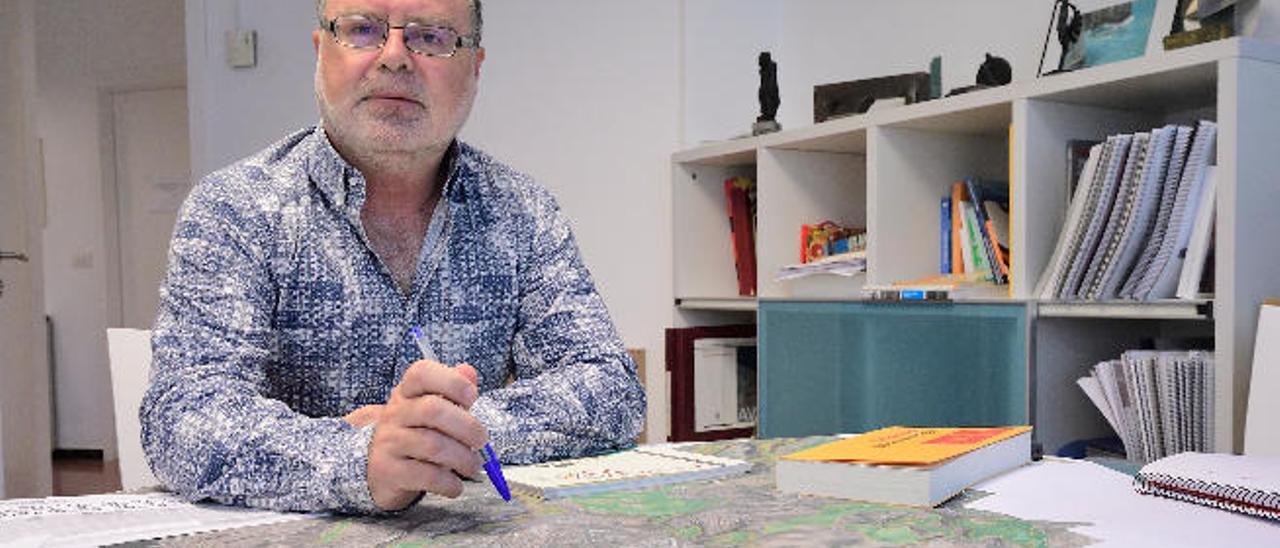 Juan Miguel Cerpa, en su despacho del servicio de Urbanismo del Ayuntamiento capitalino.