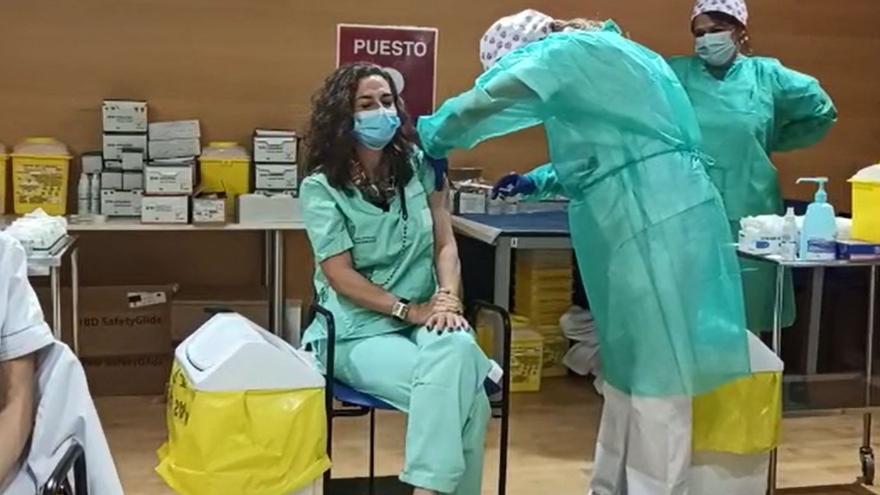 Comienza la vacunación para 1.400 empleados del Departamento de Salud de Torrevieja