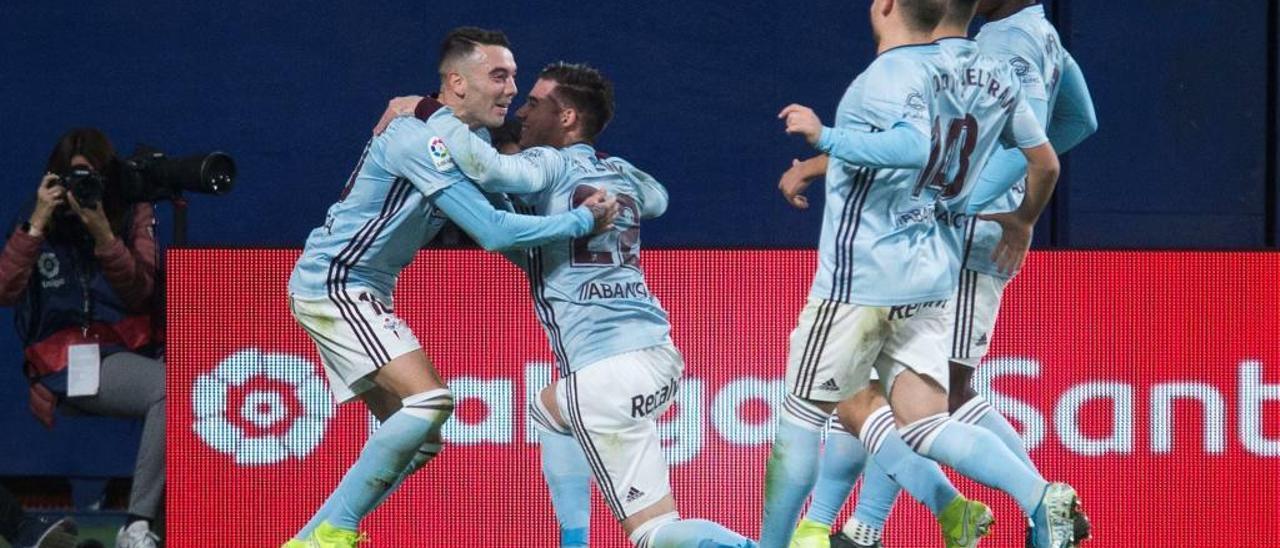 Los jugadores del Celta celebran un gol de Aspas ante el Villarreal. // Doménech Castelló