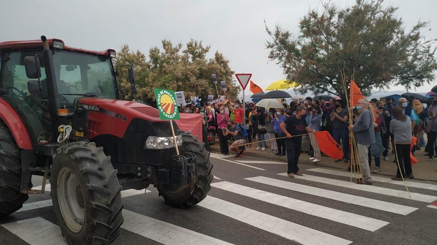 Més d'un miler de persones, en contra de la gestió dels parcs eòlics