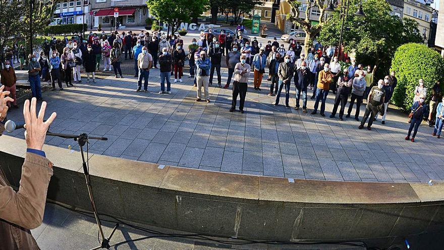 Los pensionistas se concentran en Cangas contra la privatización.