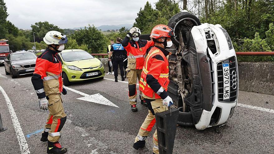 Retenciones a la entrada de Oviedo tras un aparatoso accidente