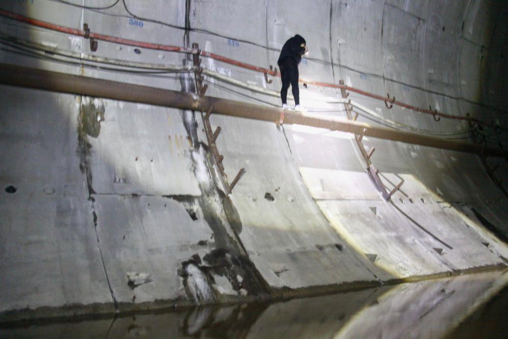 """Imágenes del """"tunelón"""" del metrotrén inundado."""