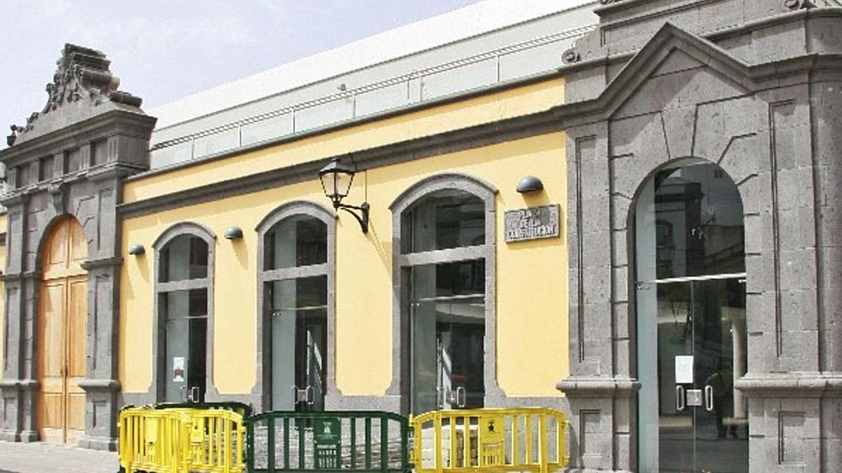 Imagen de la fachada principal del Mercado antiguo de Arucas.     LP/DLP
