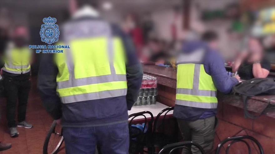 Cuatro detenidos por explotación laboral y sexual en un local de Churra