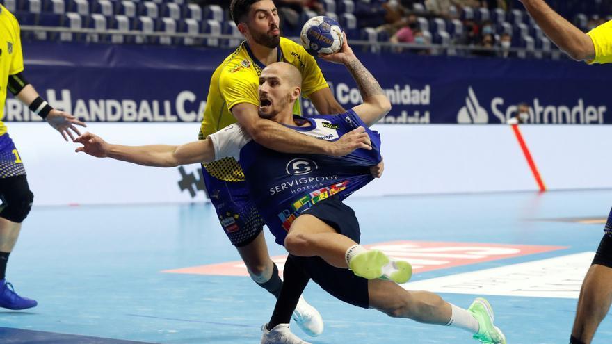 El BM Benidorm planta cara hasta el final al Bidasoa, pero cae en la Copa del Rey (27-28)
