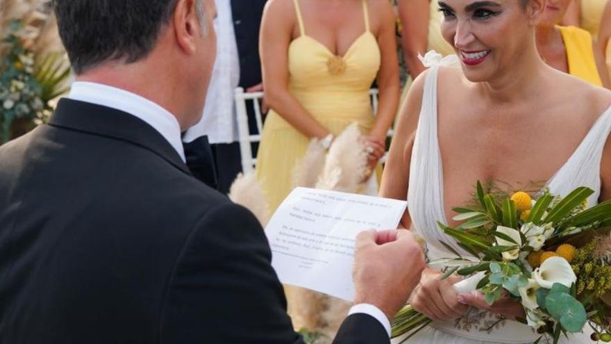 La estilista Cristina Rodríguez se casa con dos impresionantes vestidos y una polémica