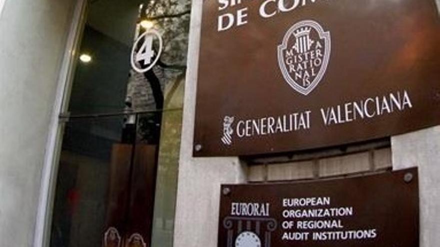 El 47% de las entidades locales incumple la obligación de remitir sus contratos al Tribunal de Cuentas