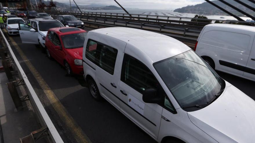 Un accidente en el puente de Rande colapsa la AP-9 en sentido Pontevedra