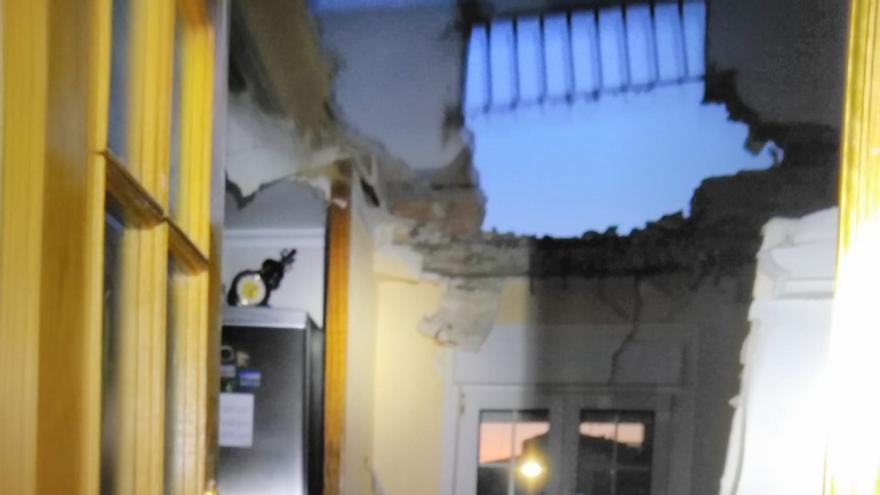 Herido un matrimonio tras colapsar la terraza de su vivienda en Yecla