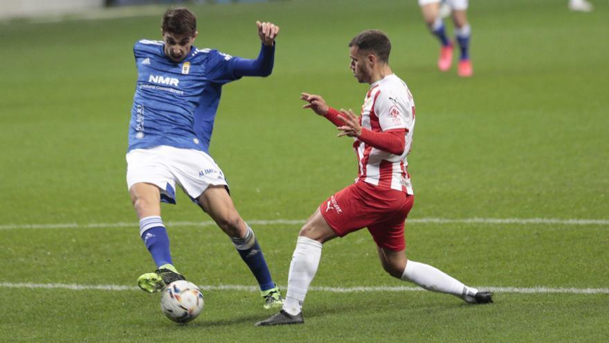 """Un buen Almería y otro penalti """"light"""" acaban con la racha del Oviedo: 1-2"""