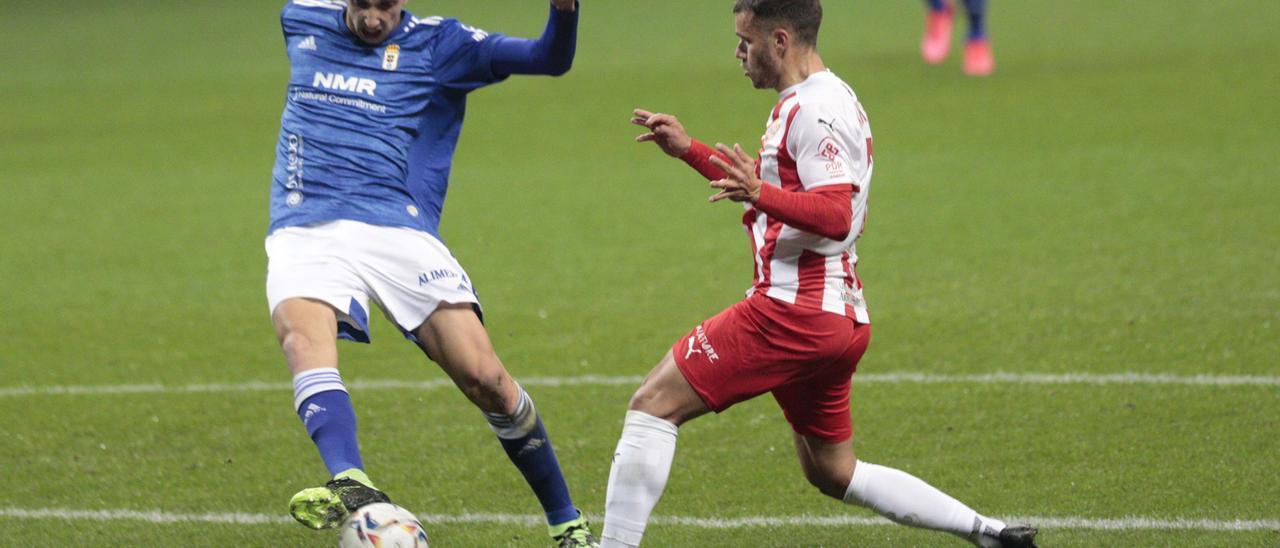 El Real Oviedo cae por 1-2 ante el Almería