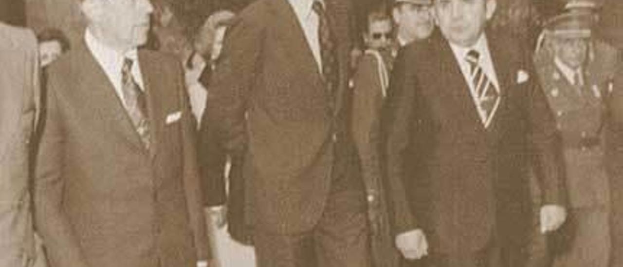 El exalcalde, en dos imágenes con don Juan Carlos de Borbón el día que el Monarca visitó Avilés.