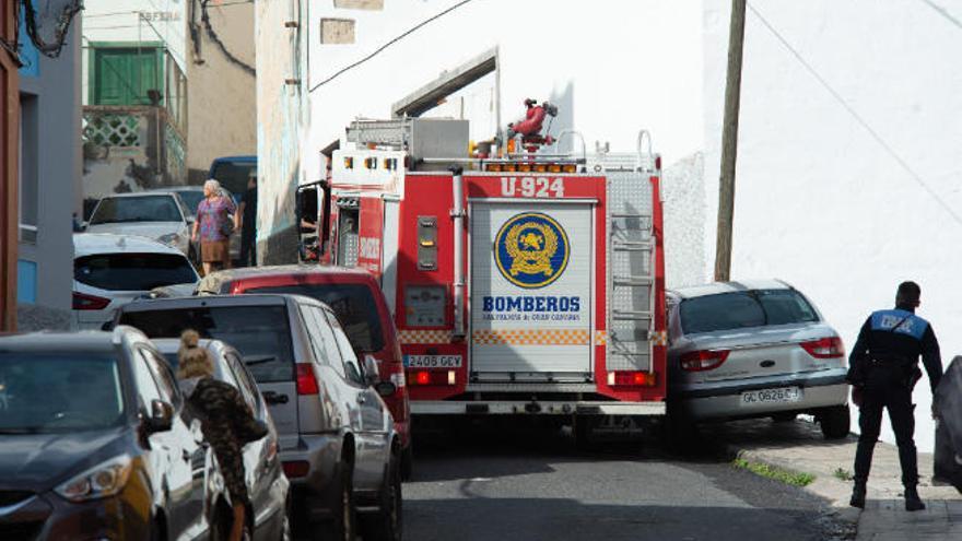 Herida de carácter moderado tras sufrir un incendio en su vivienda en La Oliva