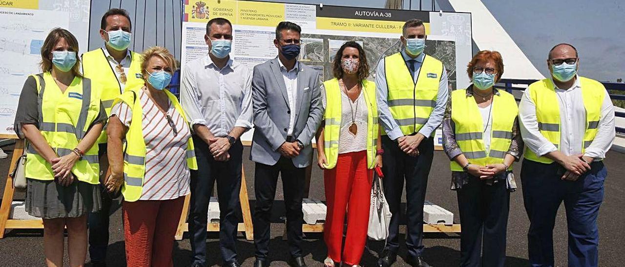 Autoridades municipales presentes en la visita, entre las que no se encuentran las de Favara.