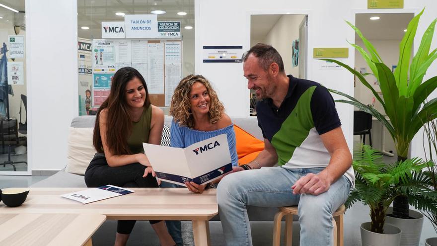 Mentores asesoran a jóvenes en YMCA