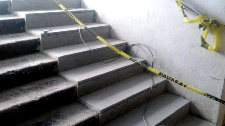 Granito antideslizante en el acceso de las escaleras del túnel de Germanías