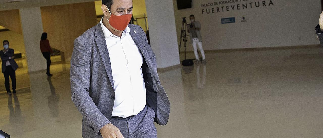 El expresidente del Cabildo de Fuerteventura, Blas Acosta, tras dimitir de su cargo el jueves. | | LP/DLP
