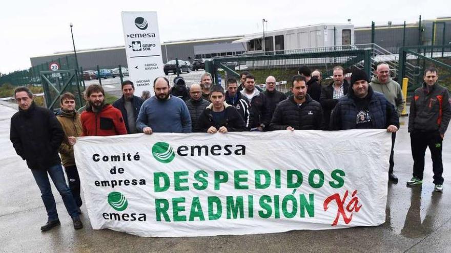 Los trabajadores de Emesa protestan contra el despido de tres empleados