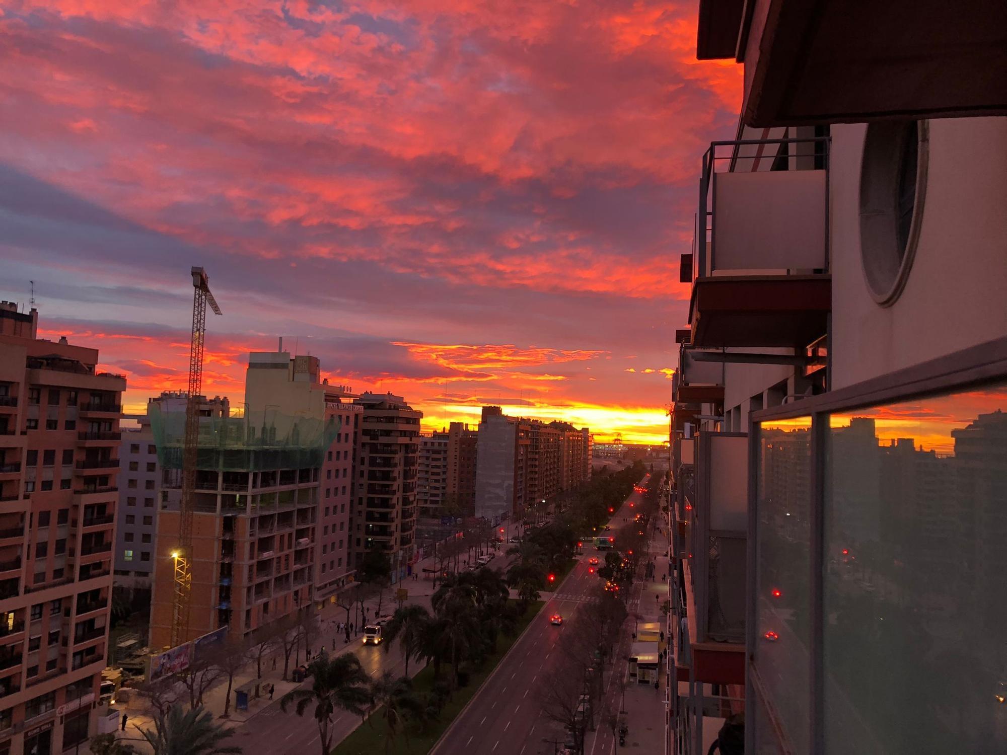 Candilazo espectacular en el cielo de València