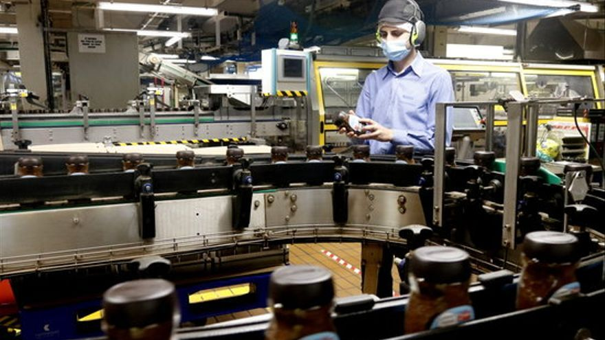 L'AN obliga Nestlé a pagar la prima promesa de 500 euros mensuals per treballador fins a la fi del primer estat d'alarma