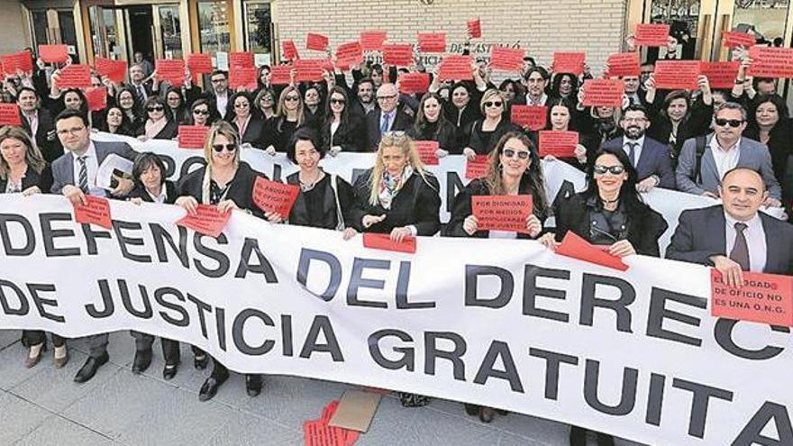 El coto al turno de oficio aflora los despachos «patera» en Castellón