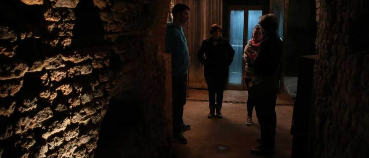 Visitantes en el interior de la mina de Arnao.