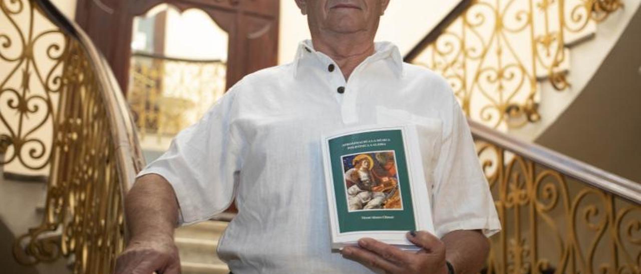 El filólogo Vicent Alonso en la presentación del libro en La Gallera.   PERALES IBORRA