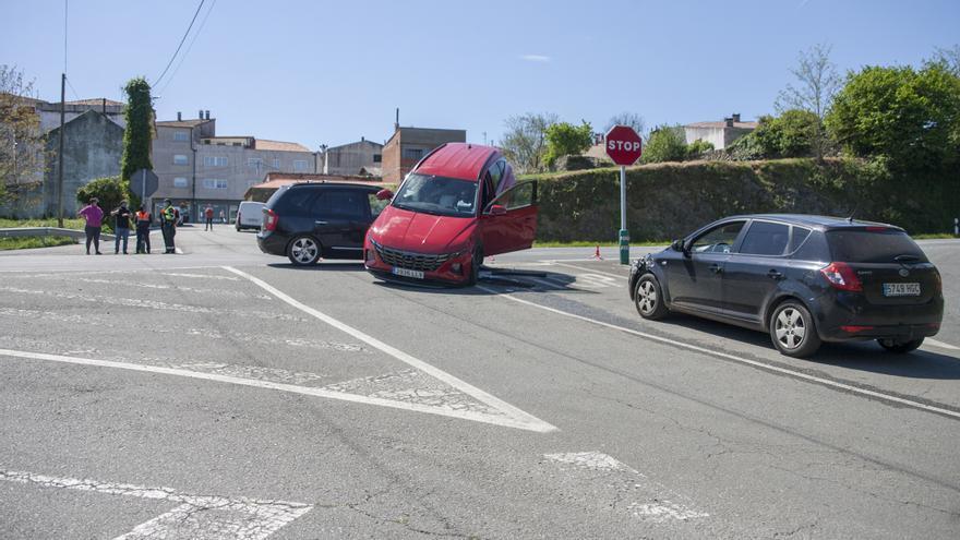 Espectacular colisión en Vila de Cruces sin heridos